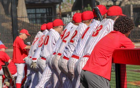 Jesuit baseball sweeps Davis