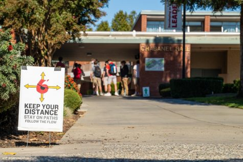 A sign reminds students to keep their distance and follow the clockwise campus flow during Junior Training for the Return to Campus at Jesuit High School on Oct. 13, 2020.